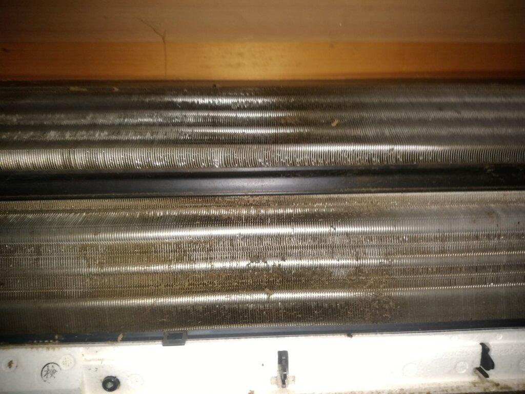 「熱交換器のアルミフィン」についた水滴が原因